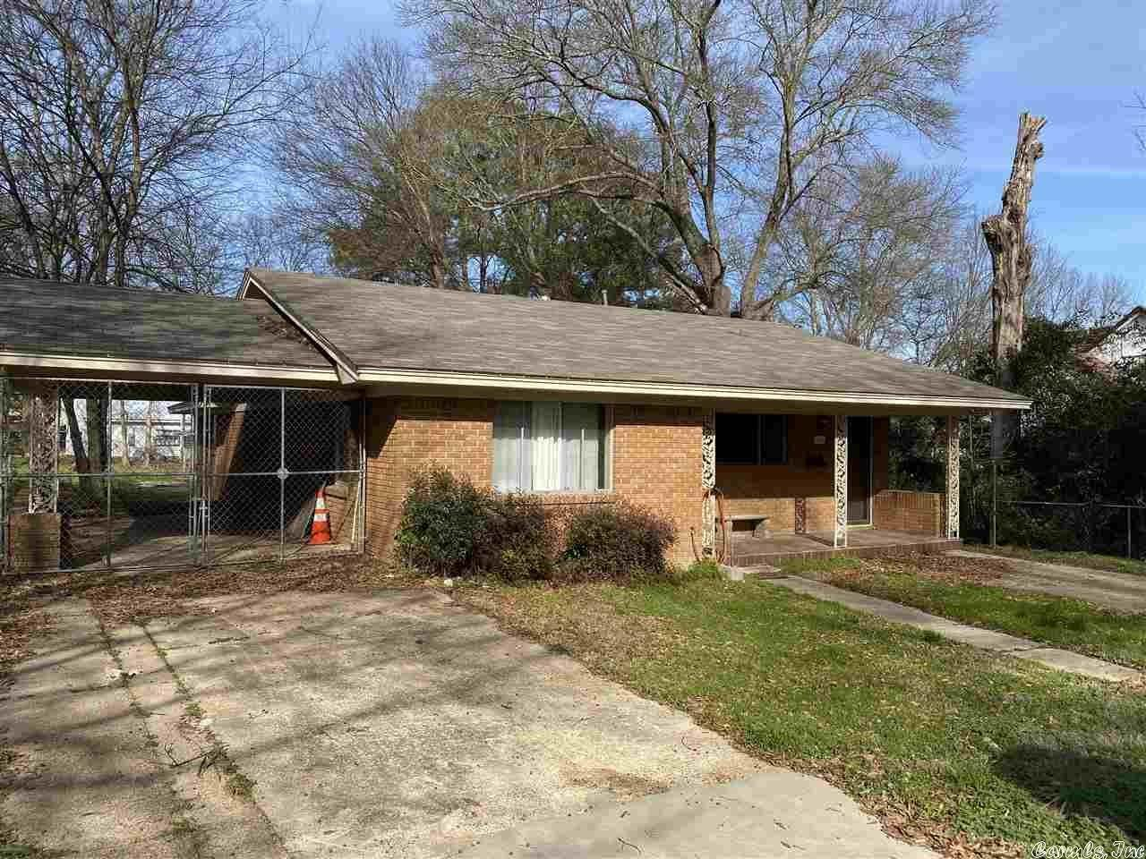 Single Family Homes for Sale at 420 W Shepherd Street Nashville, Arkansas 71852 United States