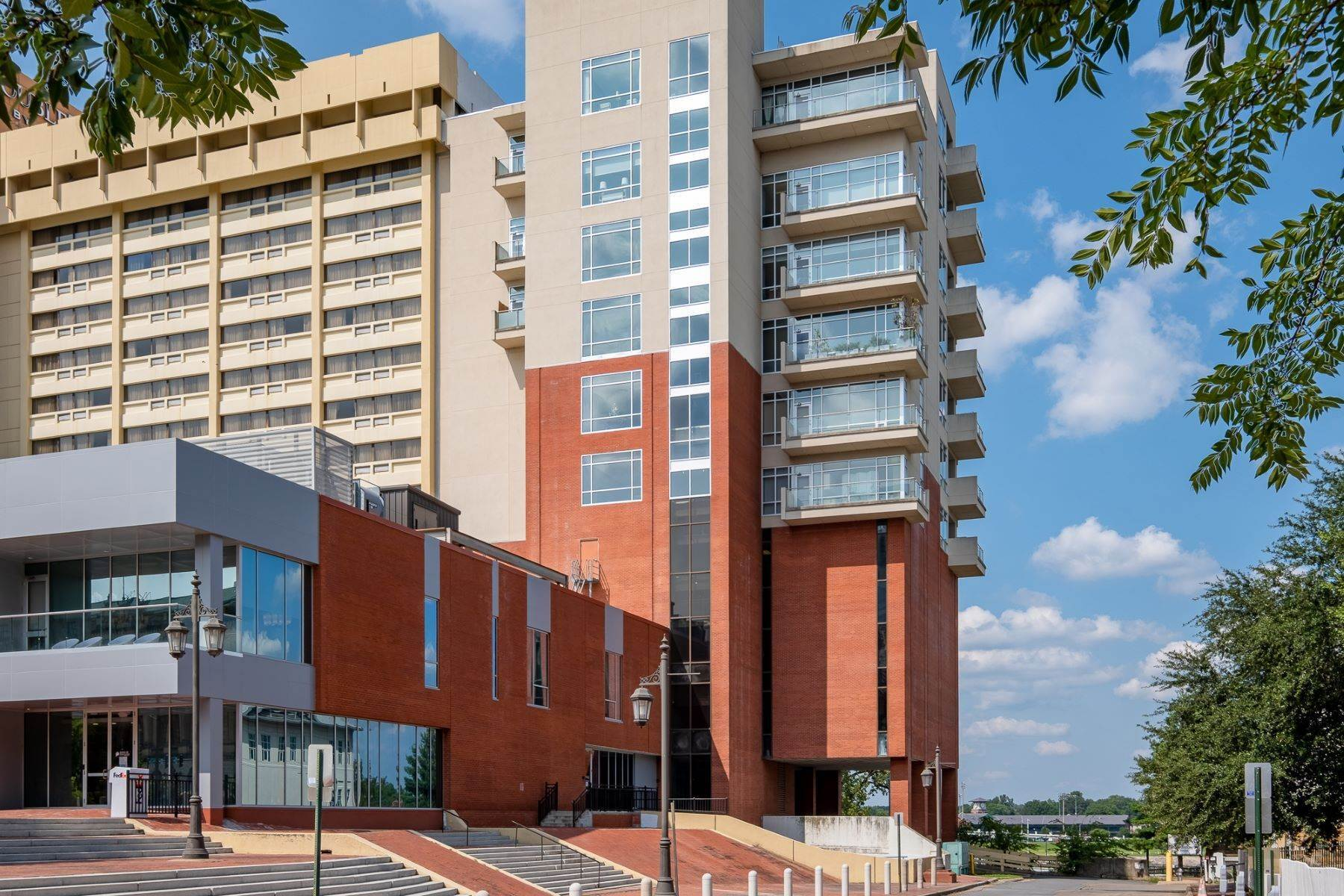 5. Condominiums for Sale at Downtown Riverfront High Rise Luxury 5 Statehouse Plaza, Unit 10A Little Rock, Arkansas 72201 United States
