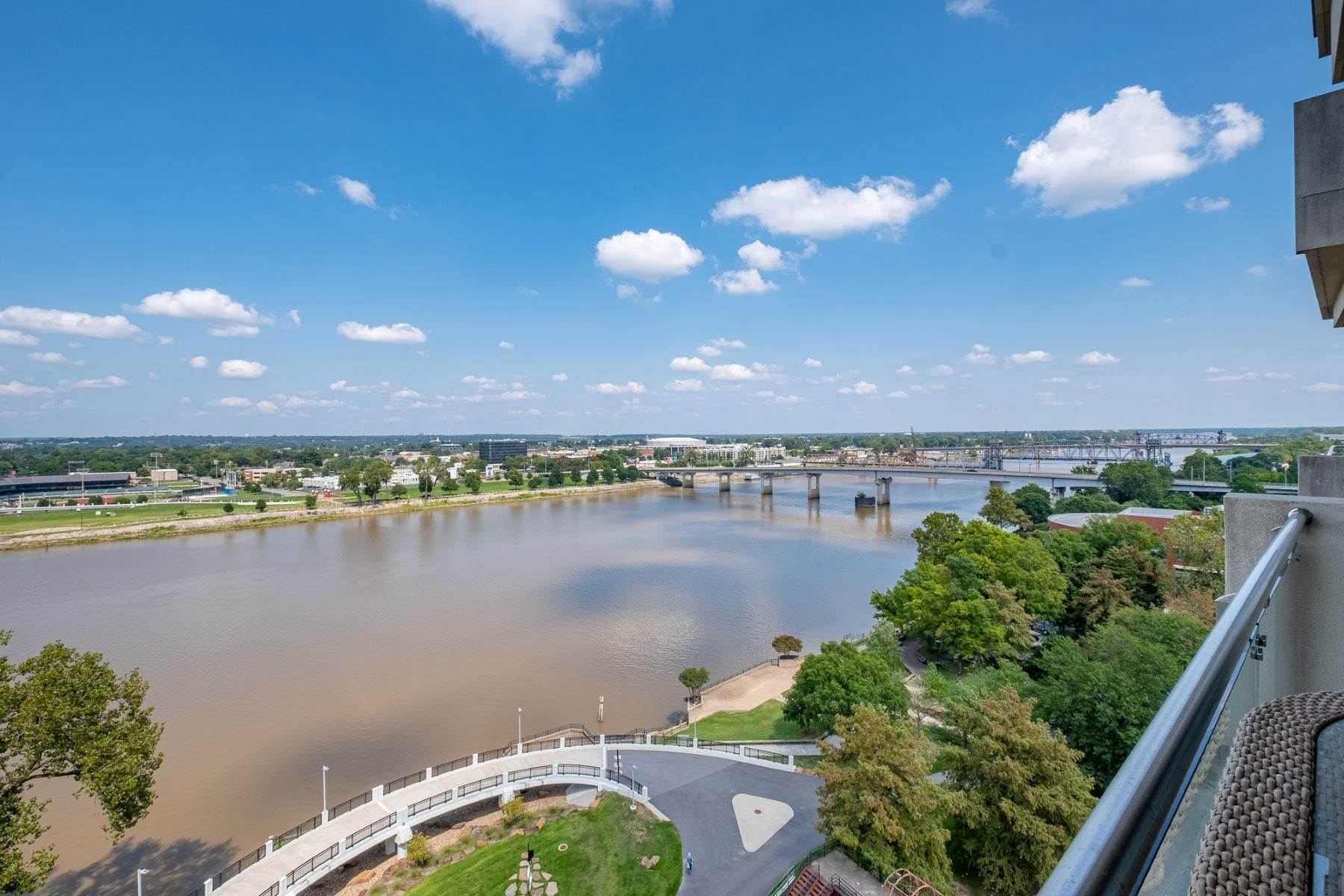 17. Condominiums for Sale at Downtown Riverfront High Rise Luxury 5 Statehouse Plaza, Unit 10A Little Rock, Arkansas 72201 United States