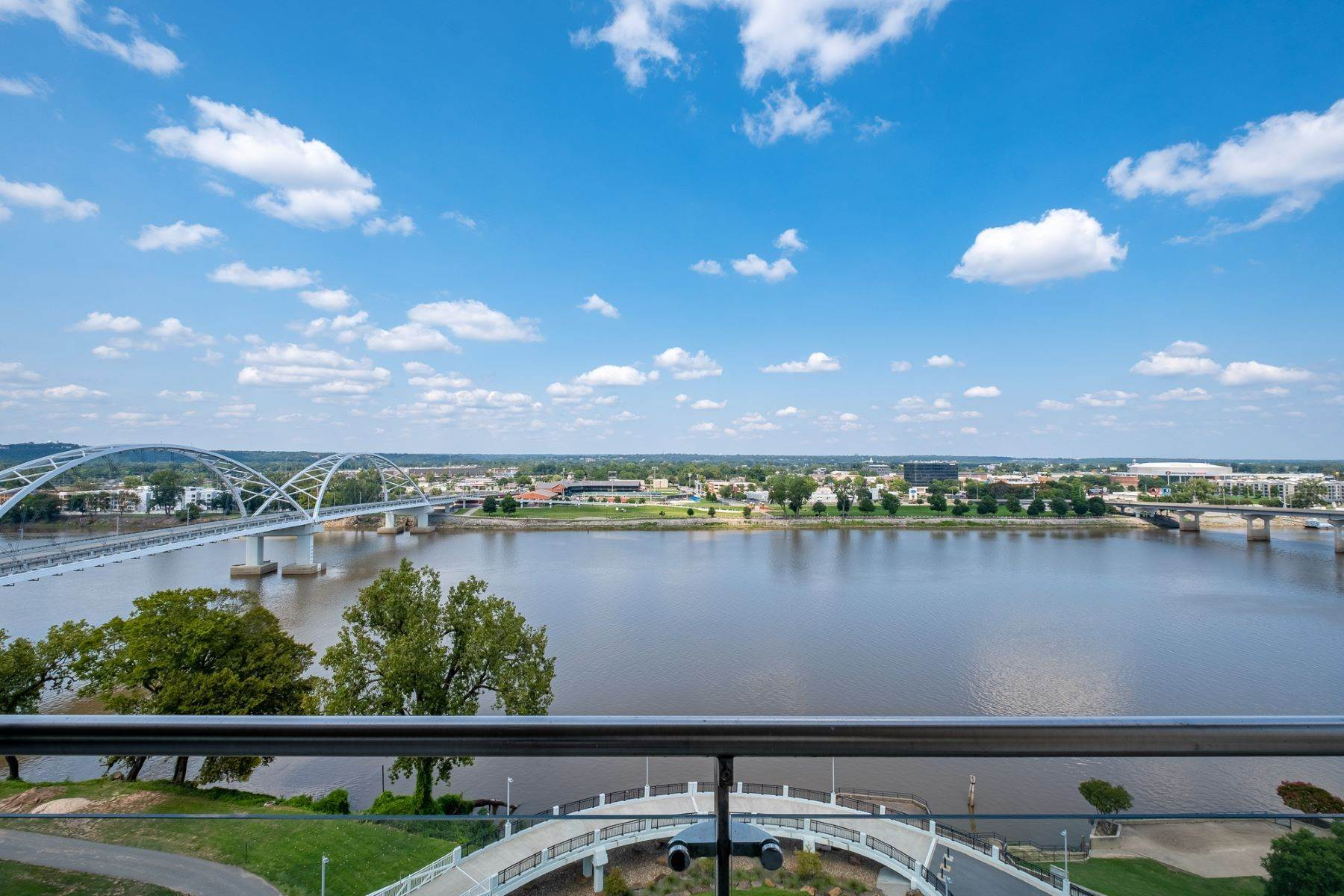 12. Condominiums for Sale at Downtown Riverfront High Rise Luxury 5 Statehouse Plaza, Unit 10A Little Rock, Arkansas 72201 United States