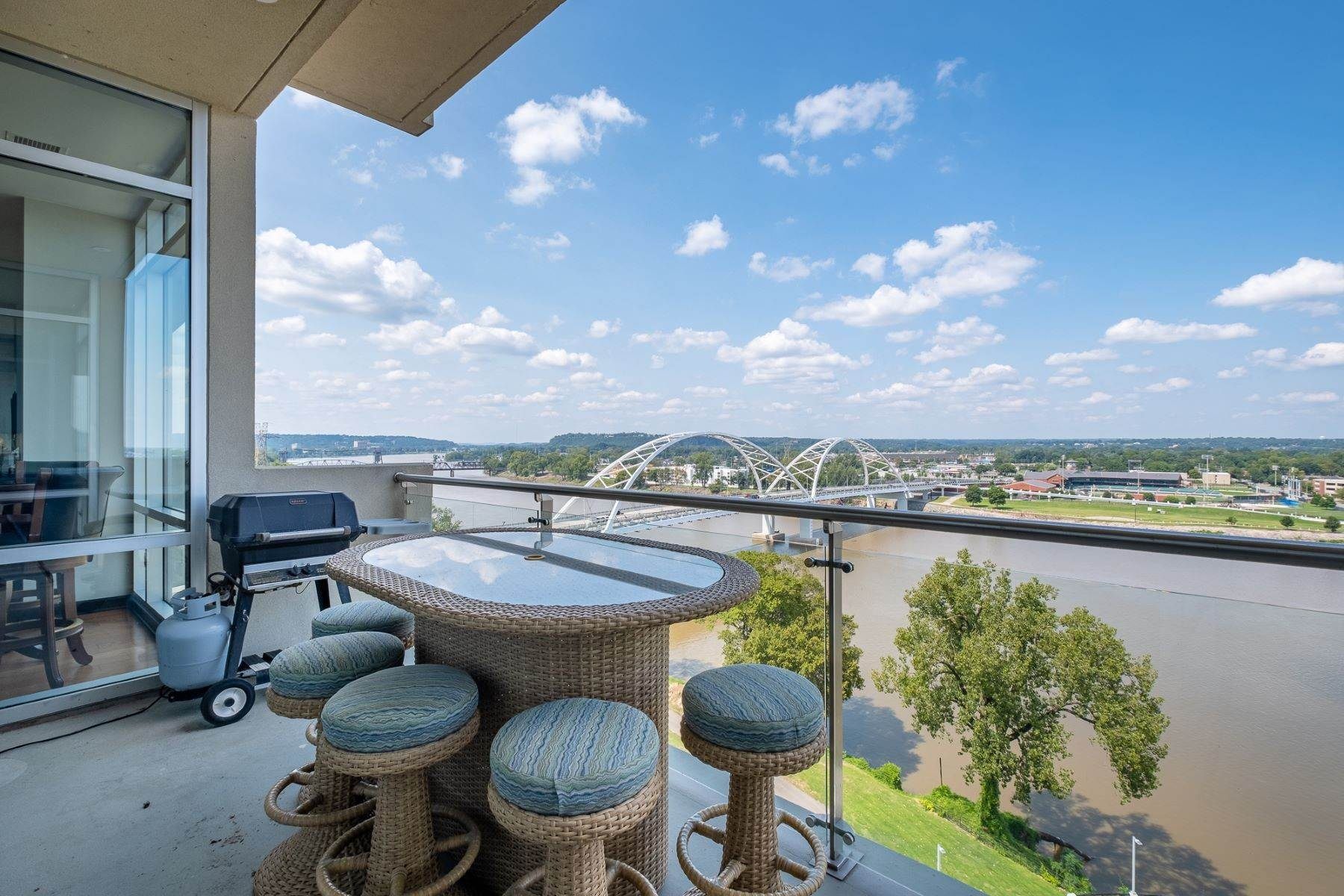 23. Condominiums for Sale at Downtown Riverfront High Rise Luxury 5 Statehouse Plaza, Unit 10A Little Rock, Arkansas 72201 United States
