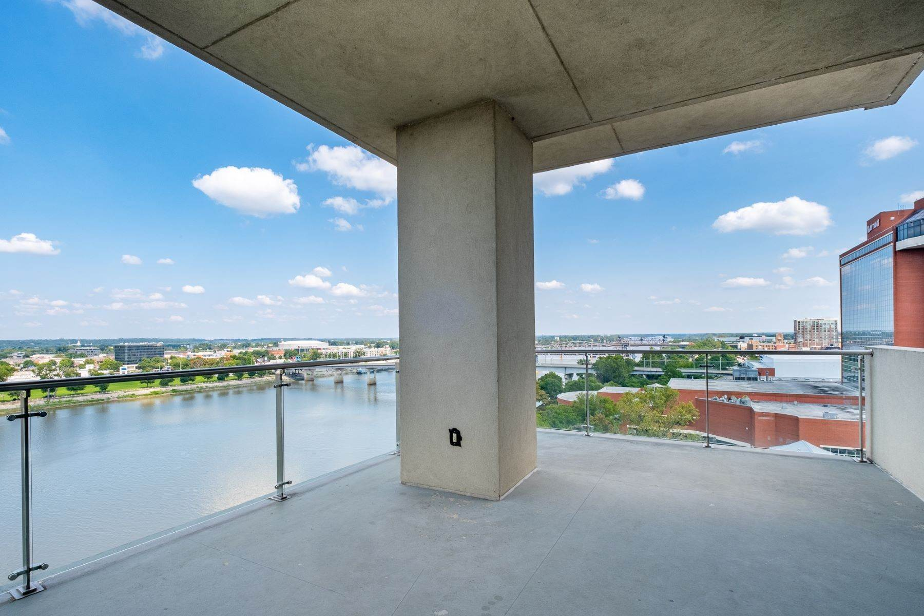 16. Condominiums for Sale at Downtown Riverfront High Rise Luxury 5 Statehouse Plaza, Unit 10A Little Rock, Arkansas 72201 United States