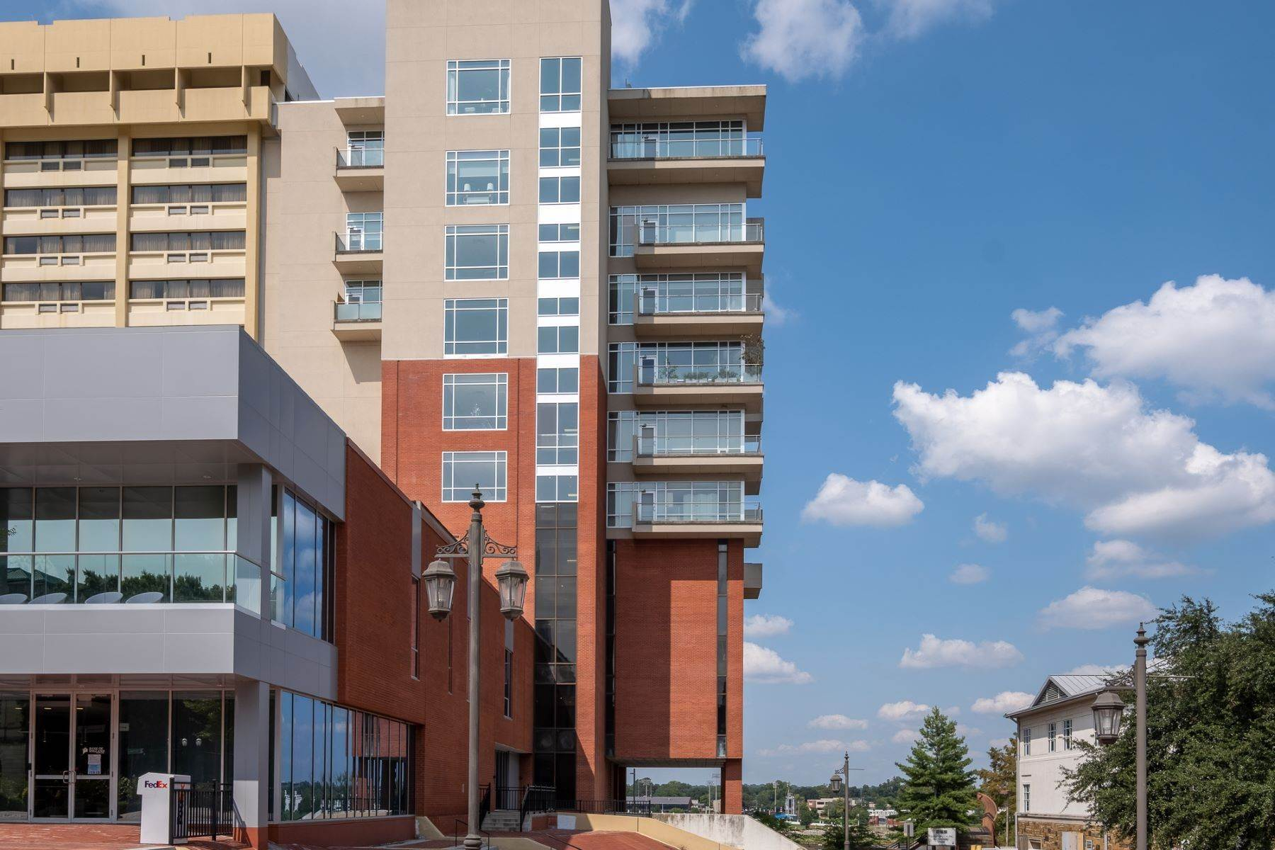 2. Condominiums for Sale at Downtown Riverfront High Rise Luxury 5 Statehouse Plaza, Unit 10A Little Rock, Arkansas 72201 United States