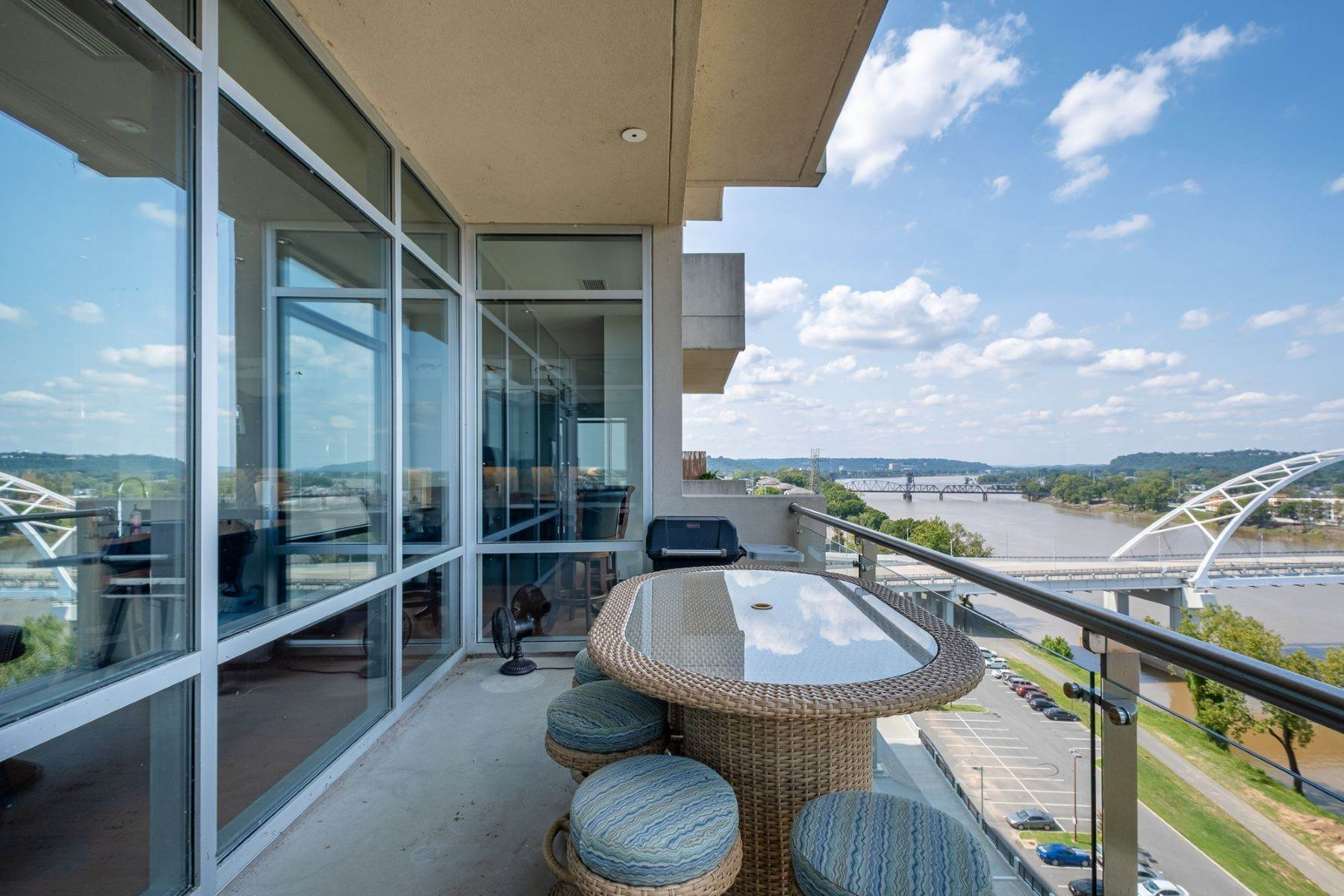 22. Condominiums for Sale at Downtown Riverfront High Rise Luxury 5 Statehouse Plaza, Unit 10A Little Rock, Arkansas 72201 United States
