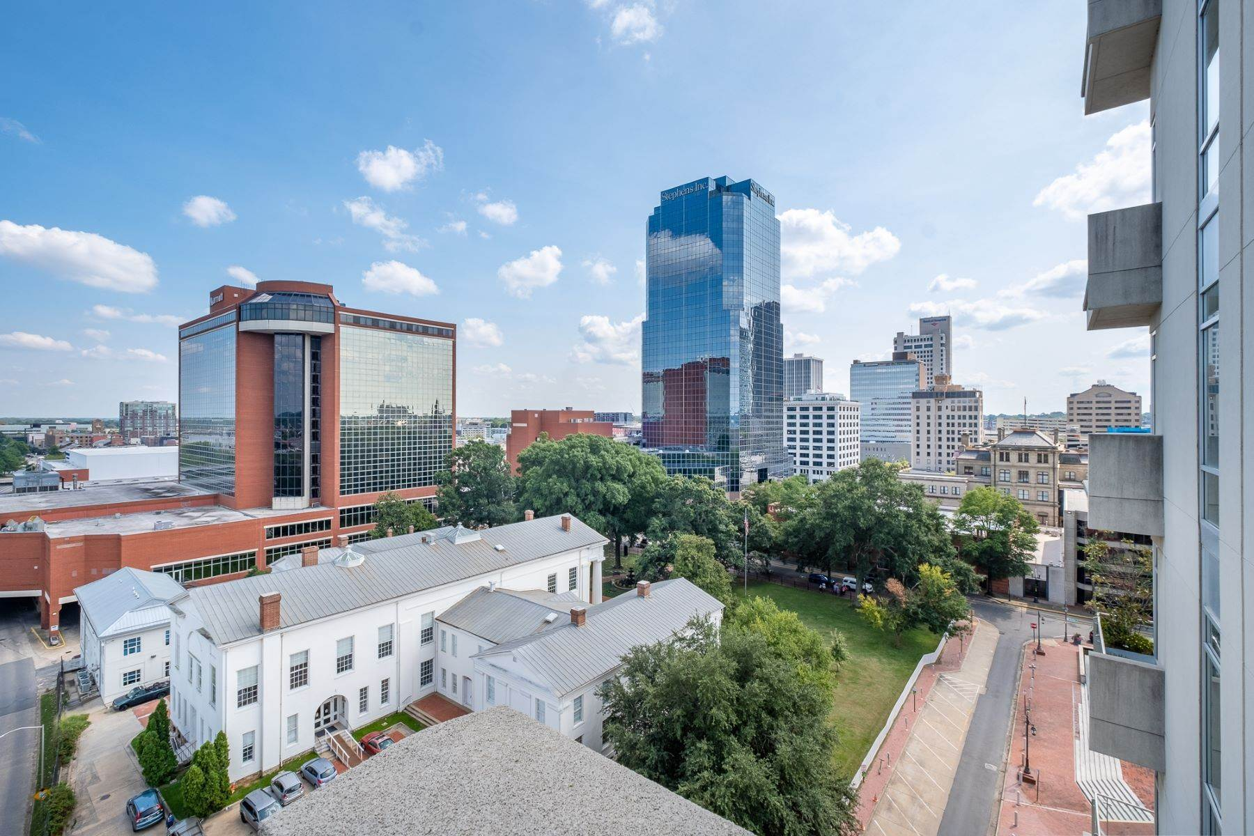 13. Condominiums for Sale at Downtown Riverfront High Rise Luxury 5 Statehouse Plaza, Unit 10A Little Rock, Arkansas 72201 United States