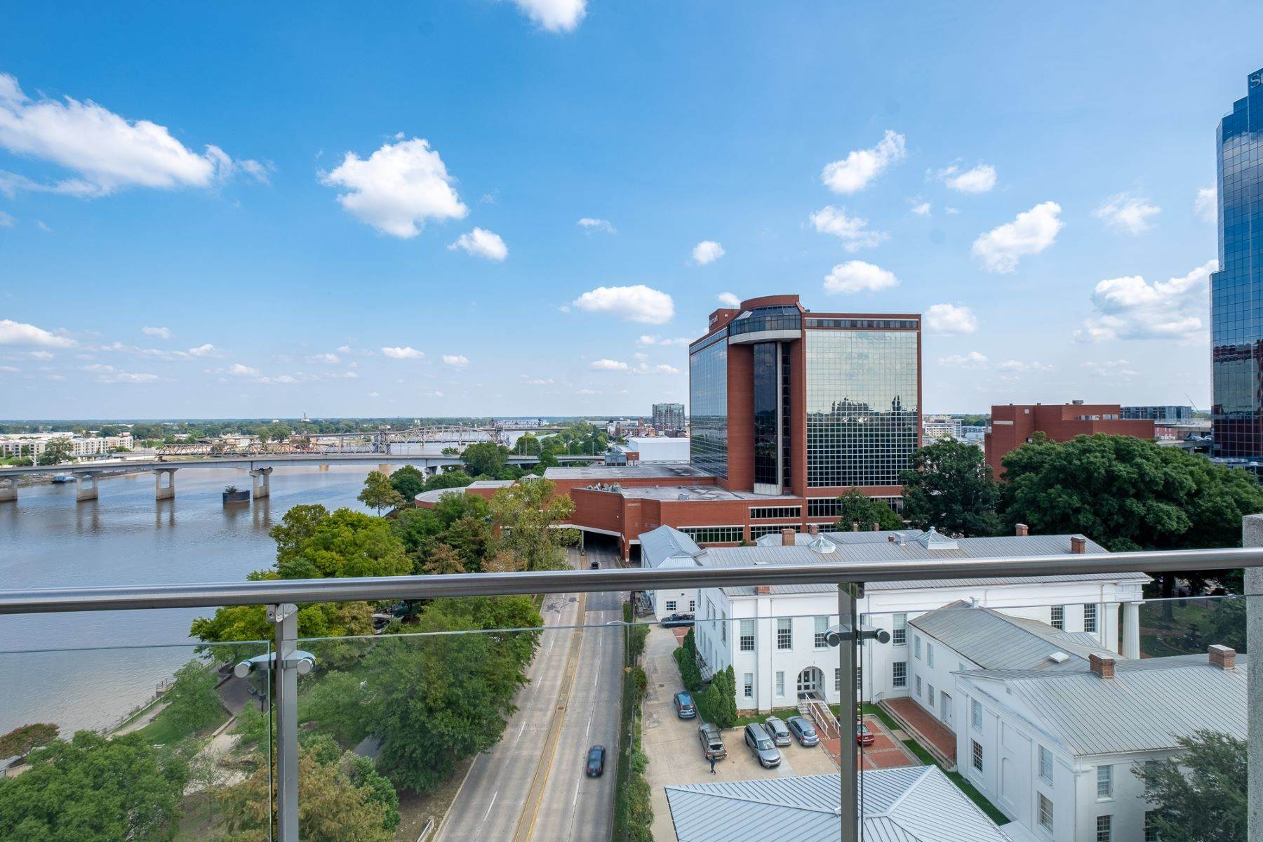 14. Condominiums for Sale at Downtown Riverfront High Rise Luxury 5 Statehouse Plaza, Unit 10A Little Rock, Arkansas 72201 United States