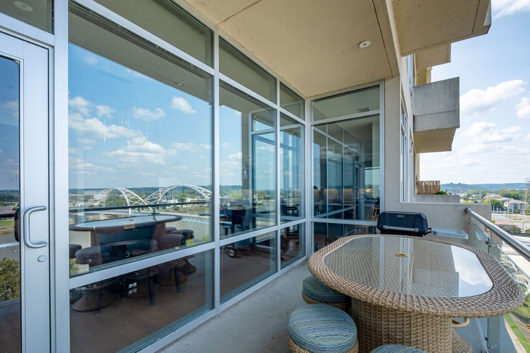20. Condominiums for Sale at Downtown Riverfront High Rise Luxury 5 Statehouse Plaza, Unit 10A Little Rock, Arkansas 72201 United States