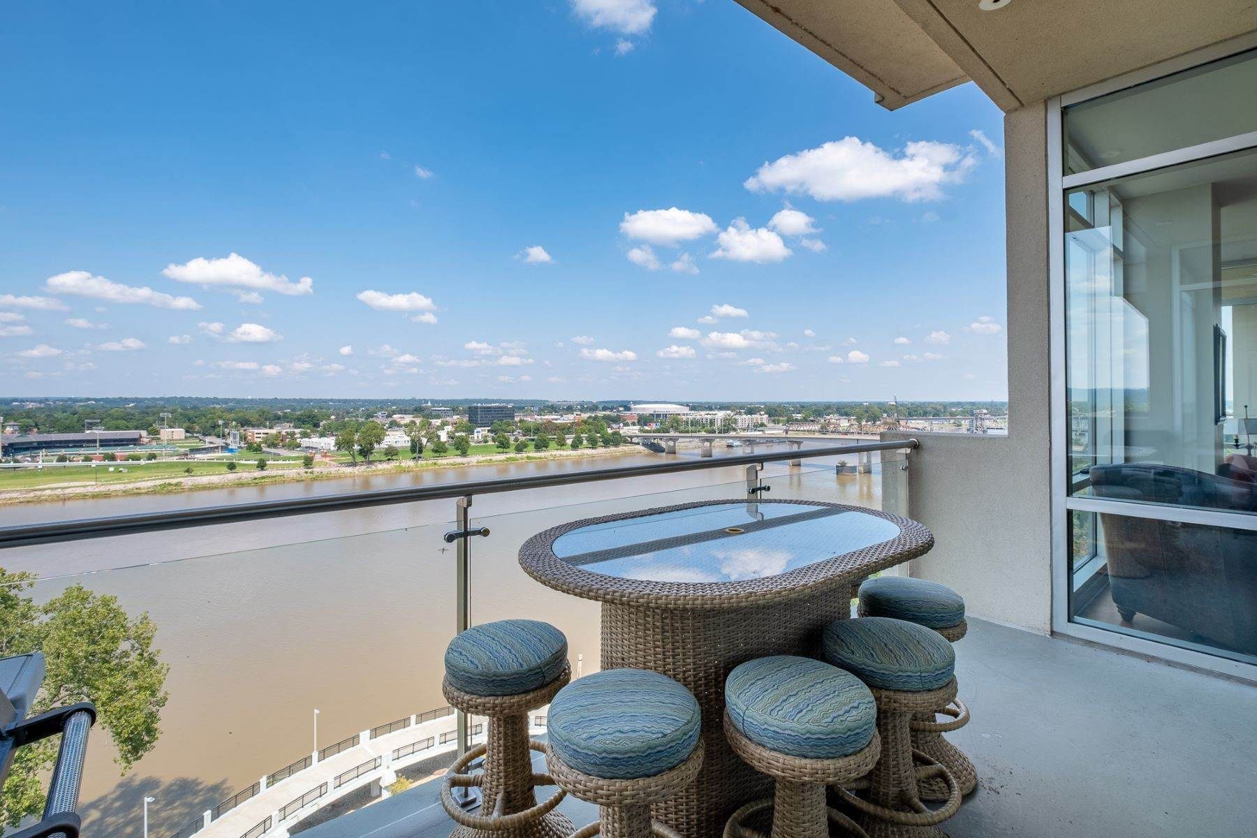 24. Condominiums for Sale at Downtown Riverfront High Rise Luxury 5 Statehouse Plaza, Unit 10A Little Rock, Arkansas 72201 United States