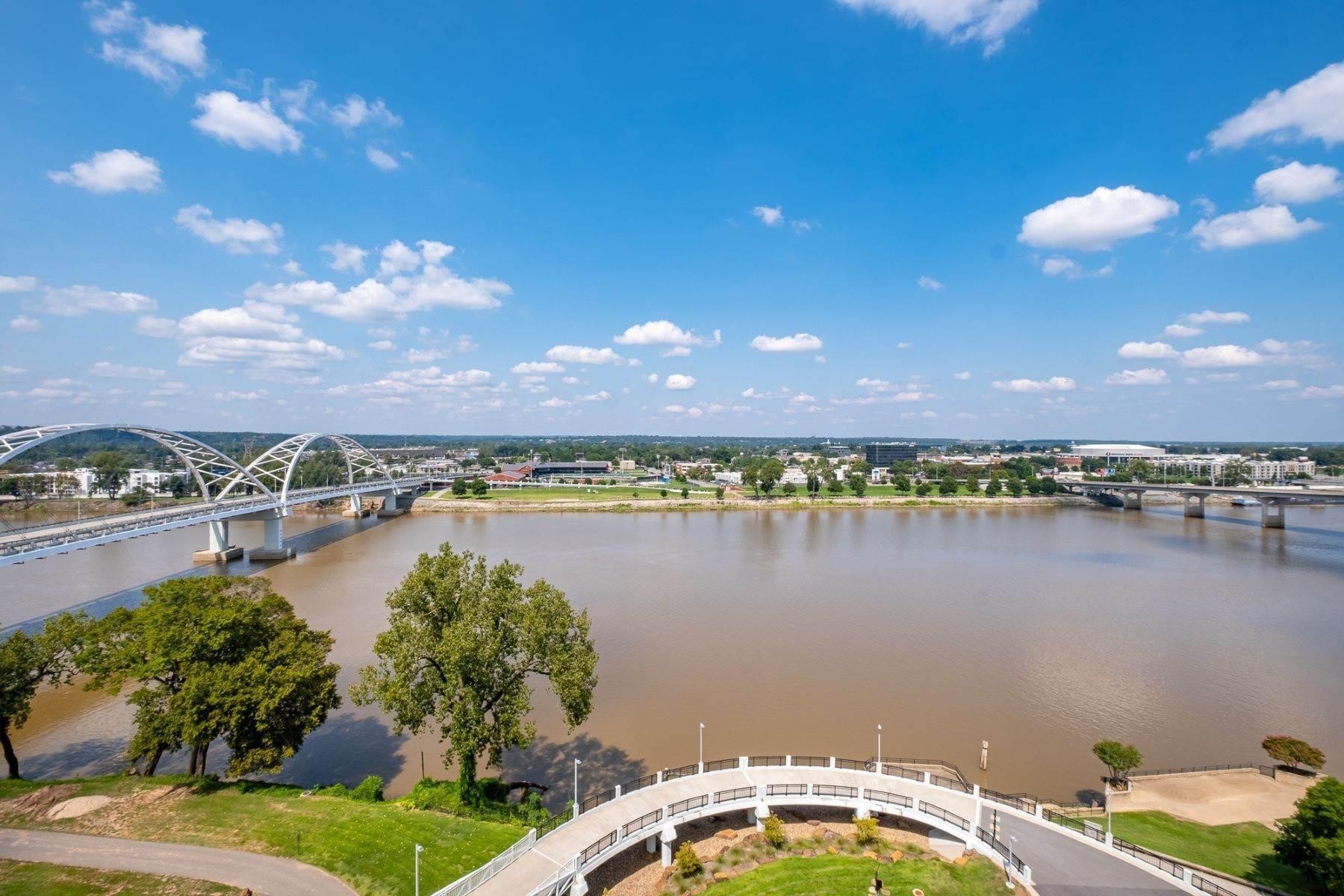 19. Condominiums for Sale at Downtown Riverfront High Rise Luxury 5 Statehouse Plaza, Unit 10A Little Rock, Arkansas 72201 United States