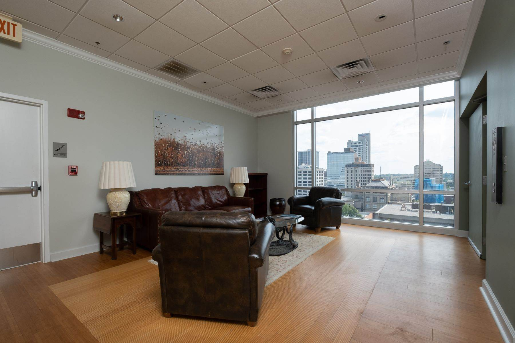 25. Condominiums for Sale at Downtown Riverfront High Rise Luxury 5 Statehouse Plaza, Unit 10A Little Rock, Arkansas 72201 United States