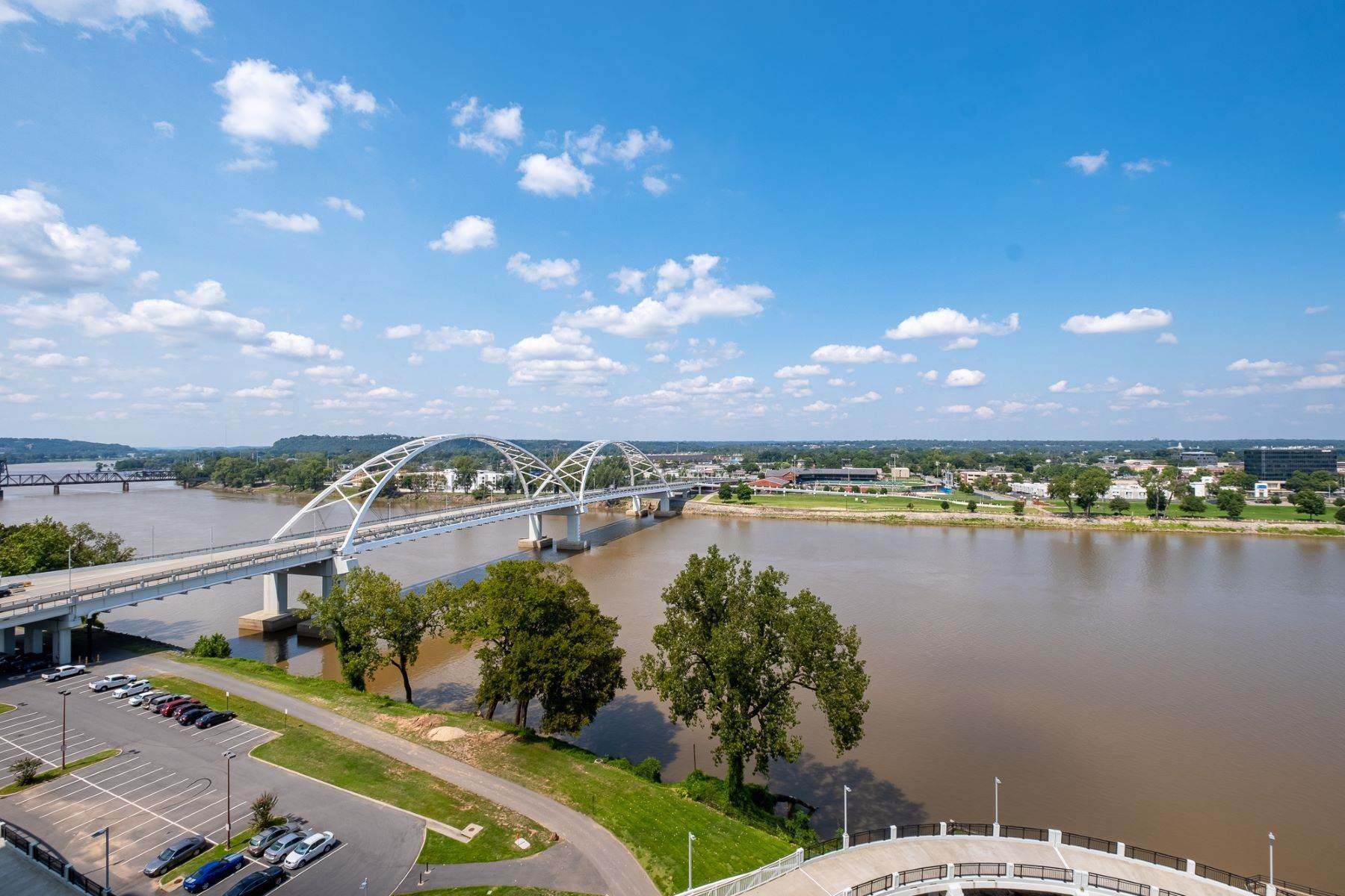 21. Condominiums for Sale at Downtown Riverfront High Rise Luxury 5 Statehouse Plaza, Unit 10A Little Rock, Arkansas 72201 United States